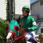 藤田菜七子騎乗で園田競馬場超満員も落馬のアクシデント!